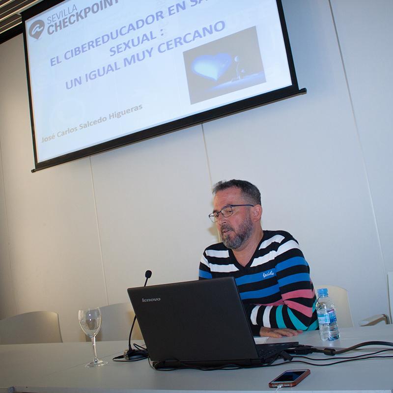 Estrategias de comunicación en el servicio de cibereducación